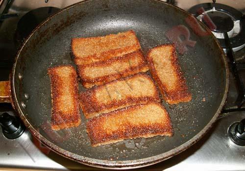 Хлеб с сыром и чесноком на сковороде рецепт