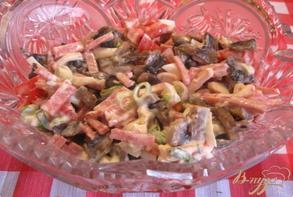 Салат из помидоров с салями