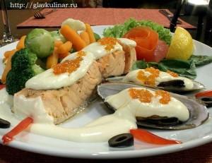 лосось под сливочно-шафранным соусом