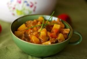 Тушеные овощи в миске